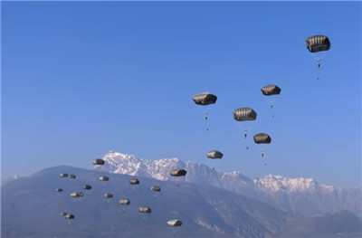 美军第82空降师一伞兵空降时死亡 原因不明