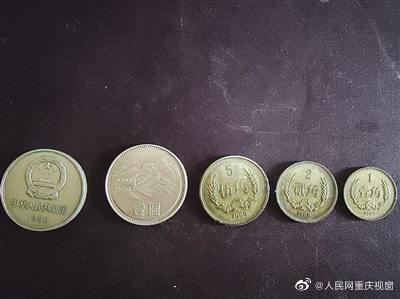 佛系的钱币收藏家 30多年攒下数百枚纪念币图1