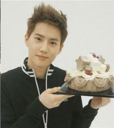 祝EXO队长SUHO,生日快乐!等你回来,金俊勉图2