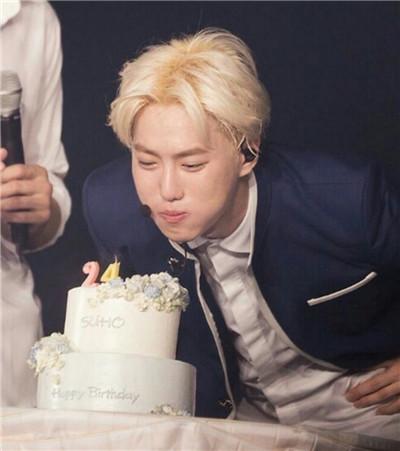 祝EXO队长SUHO,生日快乐!等你回来,金俊勉图3