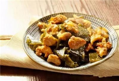 美食推荐:烧牛腩,爆炒小河虾,海带烧肉的做法图2