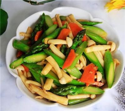 美食家常菜推荐:蚝油芦笋海鲜菇,辣酒煮花螺,笋干炒肉丝图1