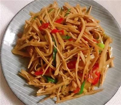 美食家常菜推荐:蚝油芦笋海鲜菇,辣酒煮花螺,笋干炒肉丝图3