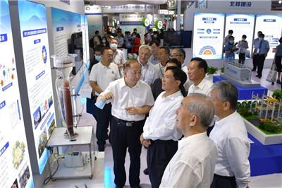生态环境部党组书记孙金龙参观第十九届中国国际环保展览会