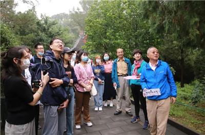 """大学生读书节""""走读北京中轴线""""活动探寻京城历史文脉"""