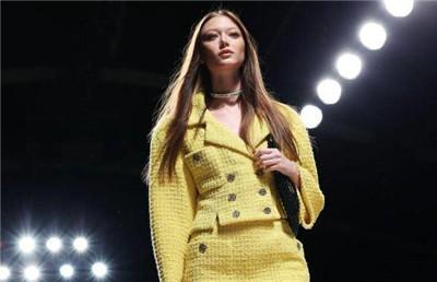 巴黎时装周:香奈儿发布2022春夏新品成衣